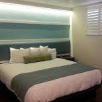 studio king bed room